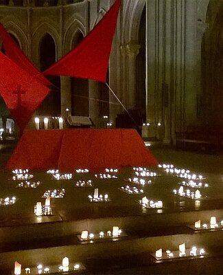 Photo d'une célébration de Taizé à la cathédrale de Lausanne en 2016