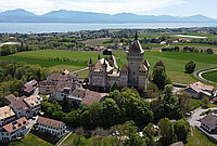 Vue aérienne du château de Vufflens